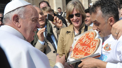 The pope recently accepted a gift of pizza from a brave onlooker.