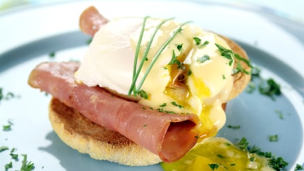 Love brunch? Try Joy Bauer's low-cal version of eggs Benedict.