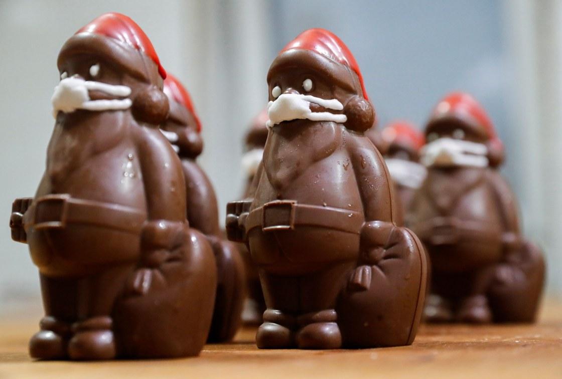 https://media2.s-nbcnews.com/j/newscms/2020_47/3430139/201120-chocolate-santa-ha_5c49f92f9fdf4bb84173112f91ce4ddd.fit-1120w.JPG