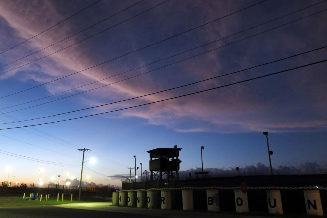 NBCNews: US-Präsident Biden sucht Auftragnehmer für den Betrieb eines Internierungslagers für Migranten in Guantanamo Bay