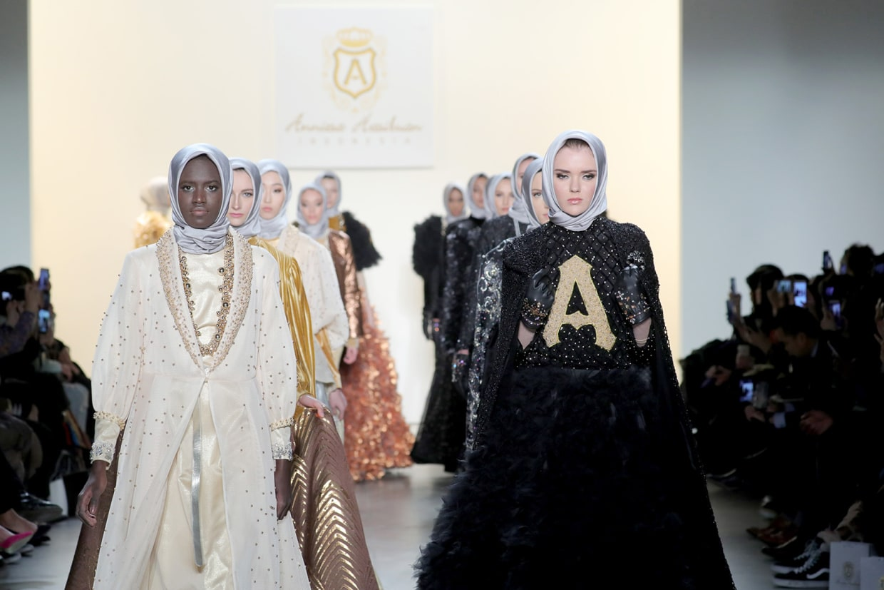 At New York Fashion Week Modest Fashion Designer Makes Statement With Immigrant Models