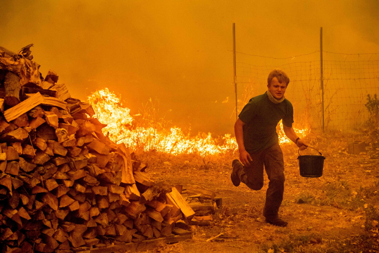 Картинки по запросу Mendocino Complex fire grows