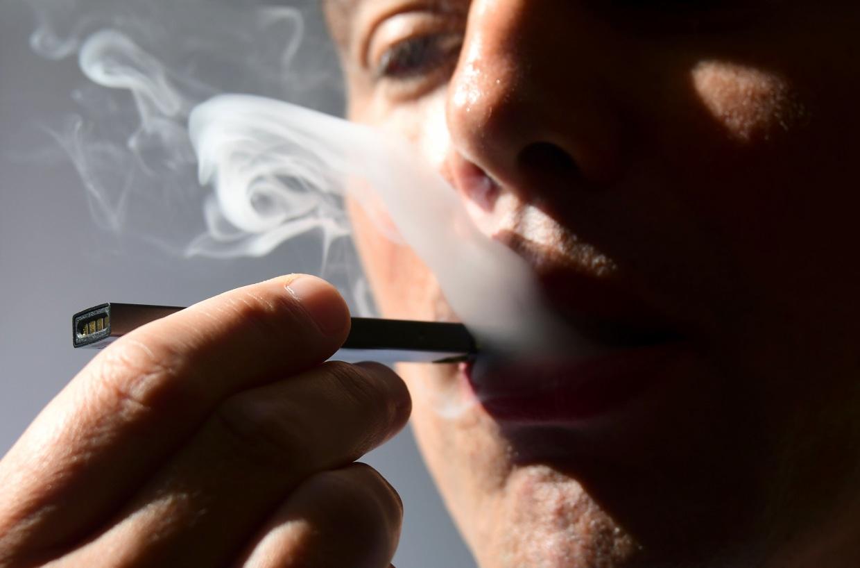 El jefe de la FDA amenaza con sacar los cigarrillos electrónicos del mercado 190118-e-cigarettes-ew-219p_69717b2604b130eef5f0593b1f10707d.fit-1240w