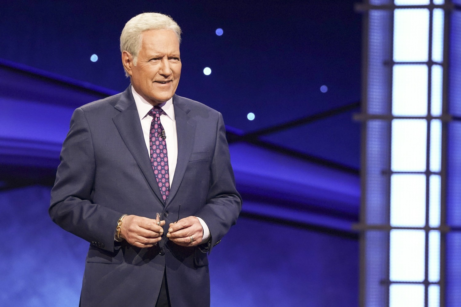 Immigrant families pay tribute to Alex Trebek for helping them learn ...