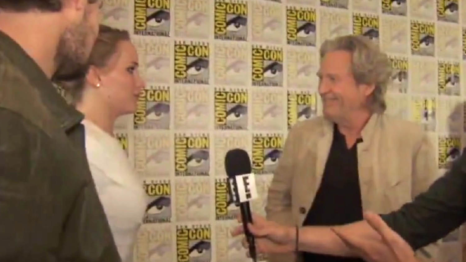 5. Jennifer Lawrence was so star-struck by Jeff Bridges that she went up to him twice at Comic-Con. Both stars interviewed one another and professed a genuine love for one another.