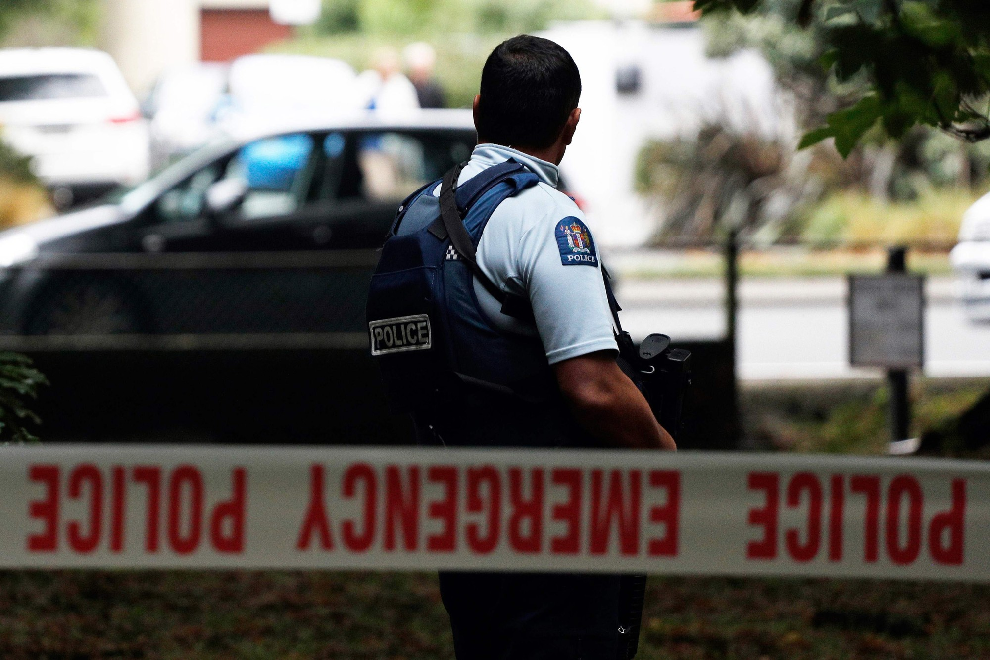 Image: A police officer secures the area in front of the Masjid al Noor mosque after a shooting incident in Christchurch