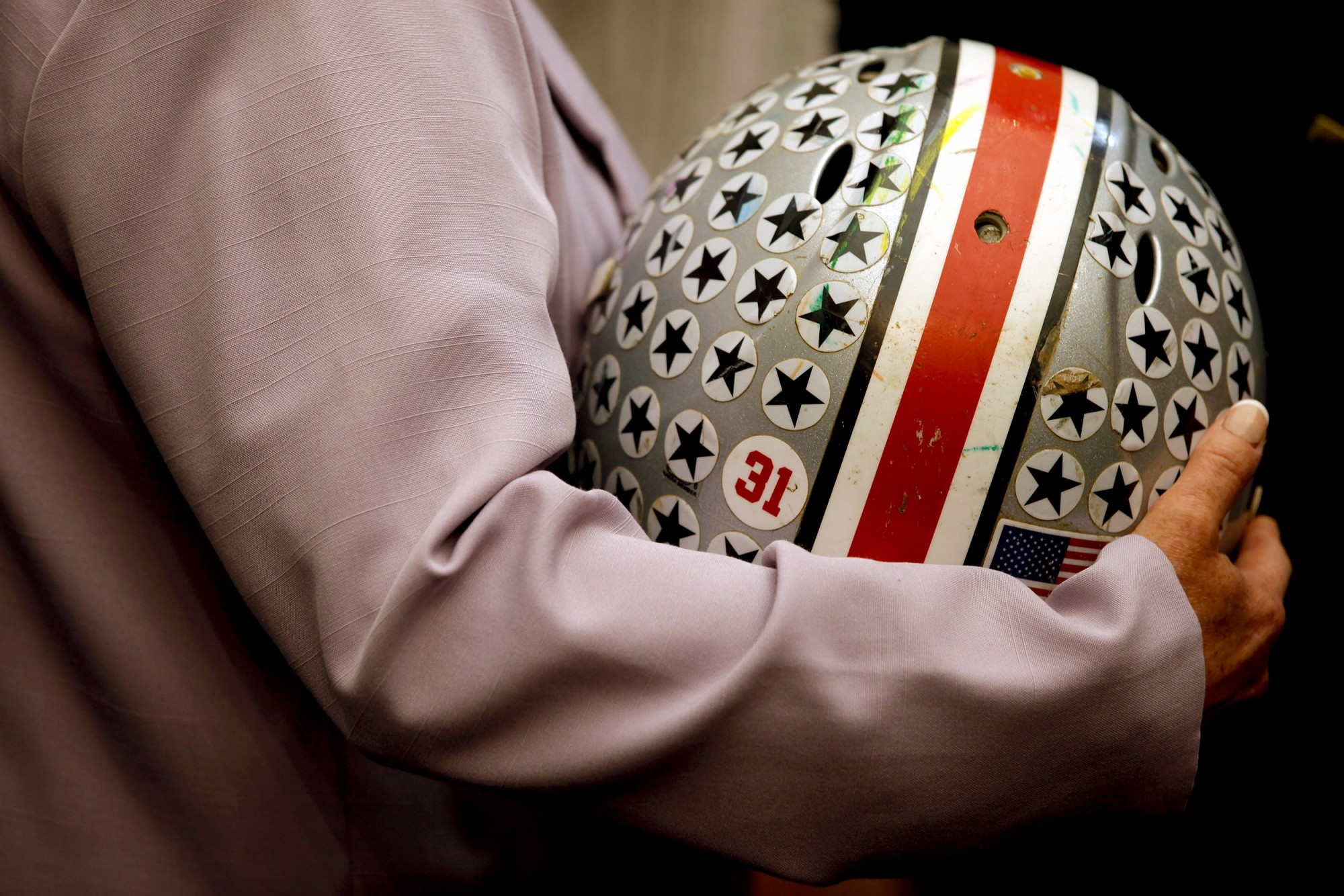 Brain scans on former NFL players detect concussion damage