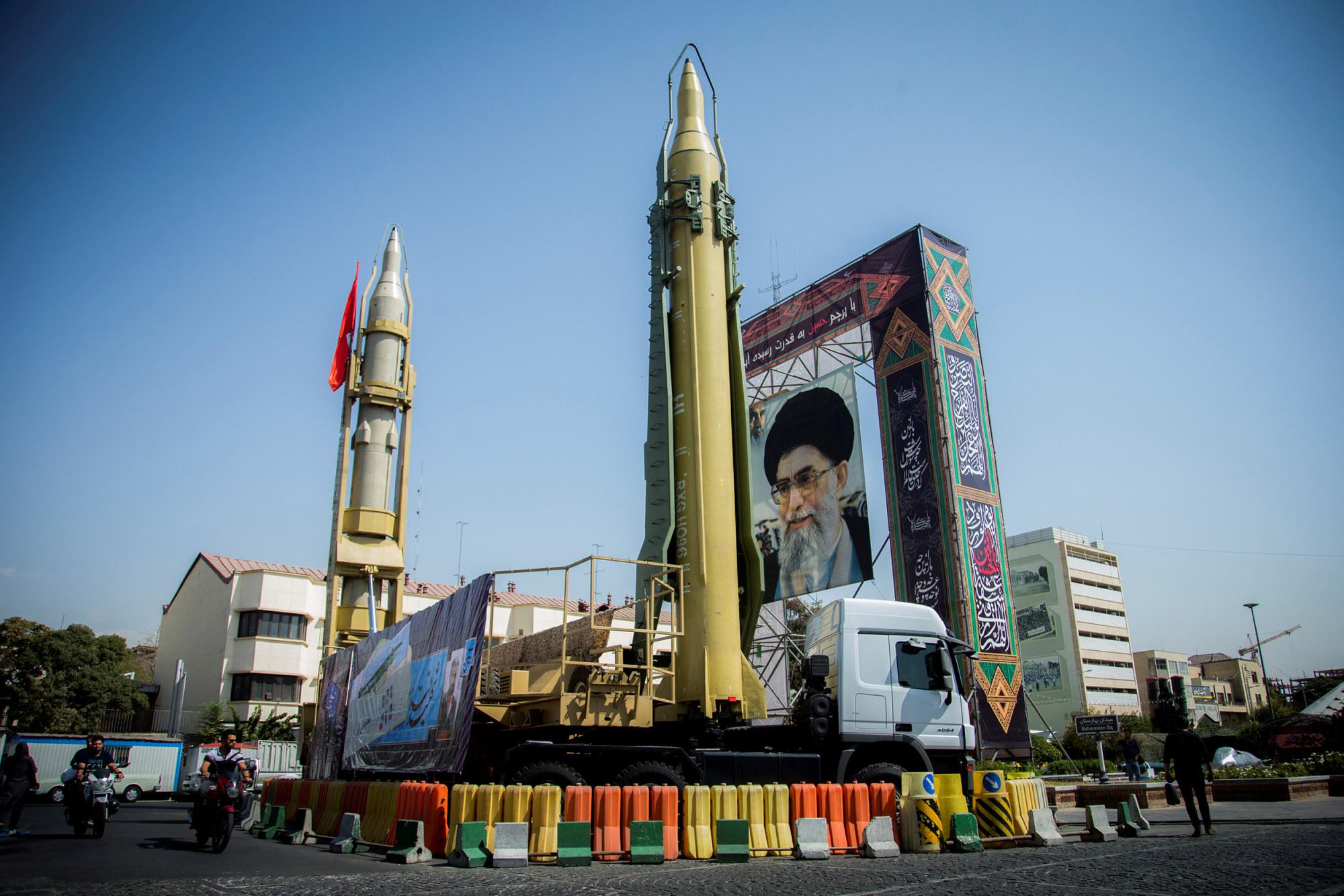 [Image: 190506-missiles-khamenei-se-231p_da504b1...-2000w.jpg]