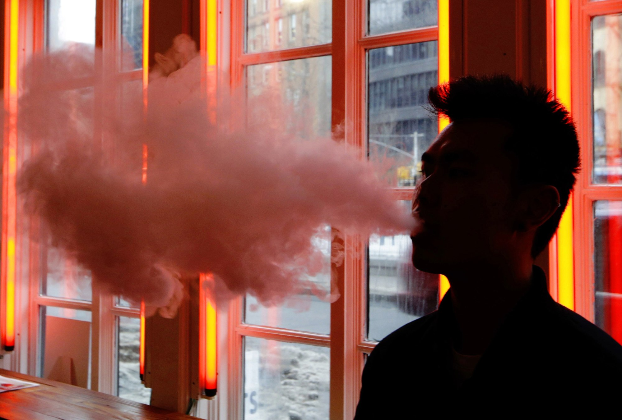 Cases of vaping-linked breathing problems now in 8 states