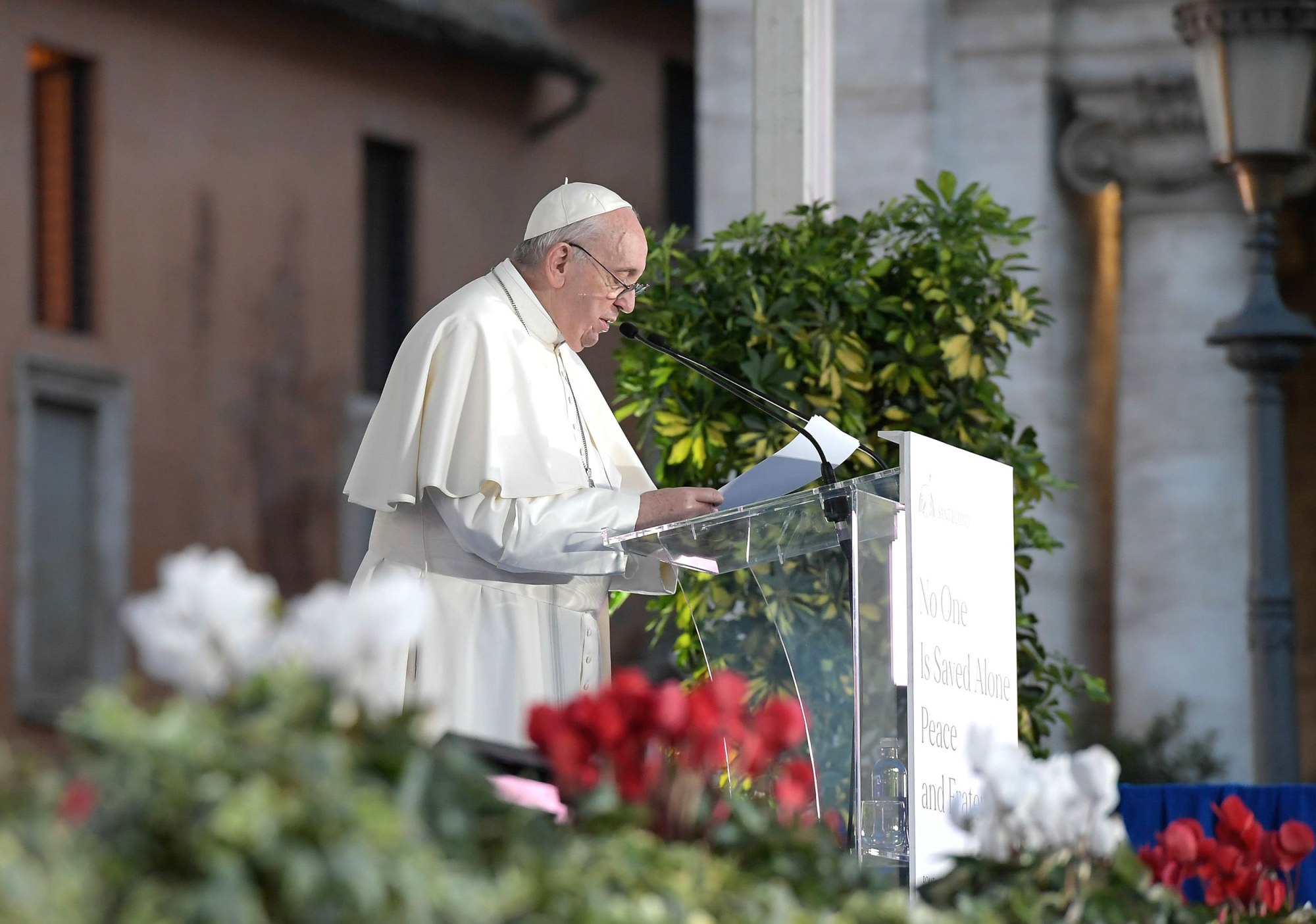 https://media2.s-nbcnews.com/j/newscms/2020_43/3421795/201021-pope-rancis-mc-1458_5ce7a1672a2d3d5f58a570ddf70d0985.fit-2000w.JPG