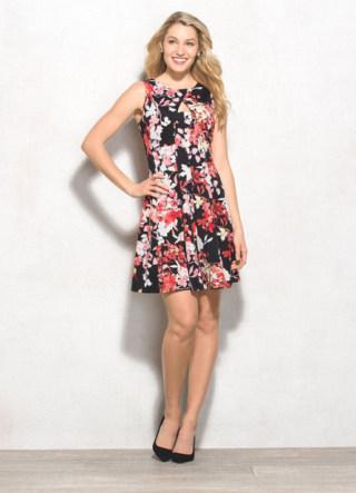 How To Wear A Bold Floral Print Dress Like Jenny Slate On