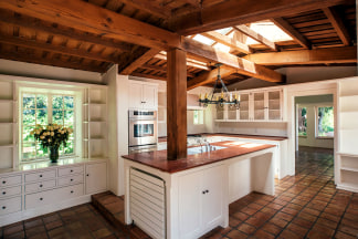 Imagine Cooking A Meal In This Warm Inviting Kitchen Caters News Agency