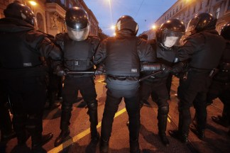Image: Riot police officers block the way to protesters during a rally in St. Petersburg