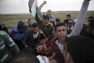Image: Palestinian protesters carry a wounded man was shot by Israeli troops in Gaza
