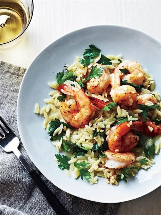 Lemon Garlic Pepper Shrimp Scampi Recipe l Homemade Recipes http://homemaderecipes.com/healthy/24-homemade-shrimp-scampi-recipes