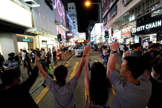 Demonstran Hong Kong Bentuk Rantai Manusia Sepanjang 7 Km