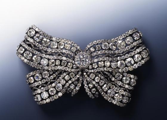https://media4.s-nbcnews.com/j/newscms/2019_48/3120306/191126-dresden-jewellery-mc-9415_5e6e9d8b5f43b3c59f08fb5ce79a695c.fit-560w.JPG
