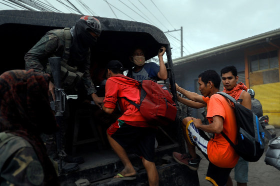 Image: Residents living near the erupting Taal Volcano are evacuated in Agoncillo