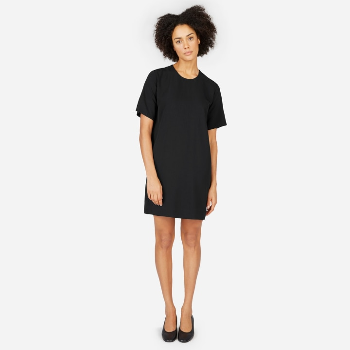 09c53e9b 10 best wardrobe basics for women: black dress, jeans, T-shirt