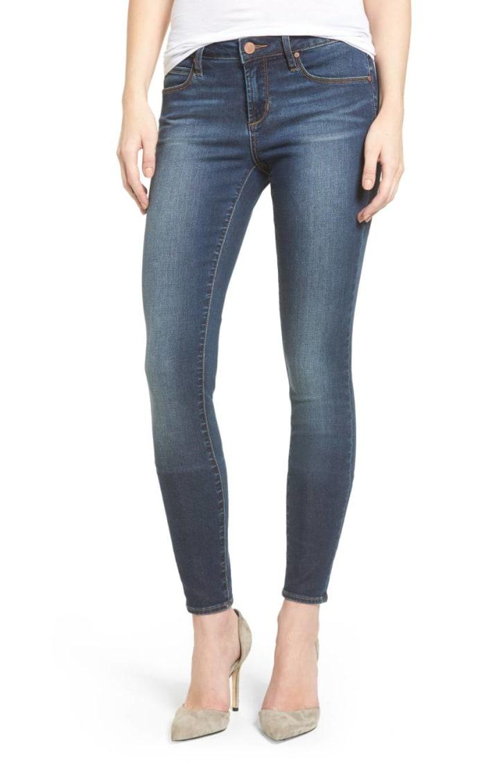 47197b0fd 10 best wardrobe basics for women: black dress, jeans, T-shirt