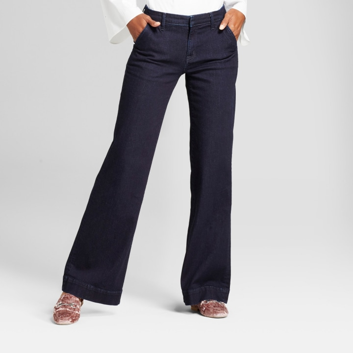 Chinos and elegant trousers suitable for any type of women's physique. Buy them online between jeans and leggings proposed by Patrizia Pepe.