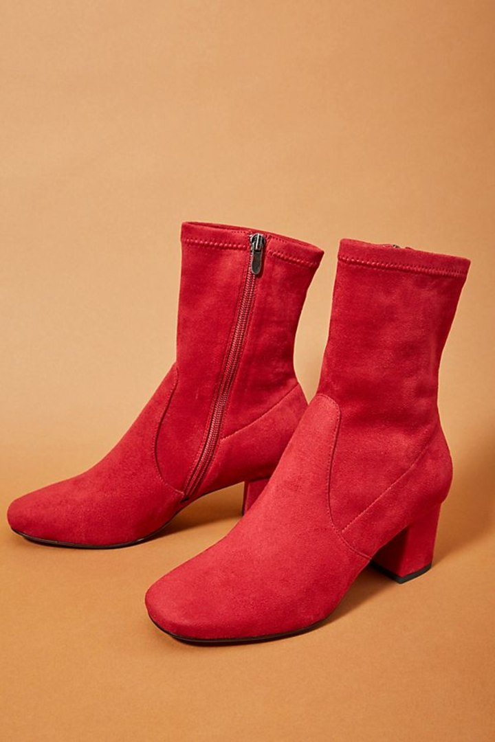 55fec50c8b8e The 25 Pairs of Non-Black Women s Ankle Boots You Need For Fall