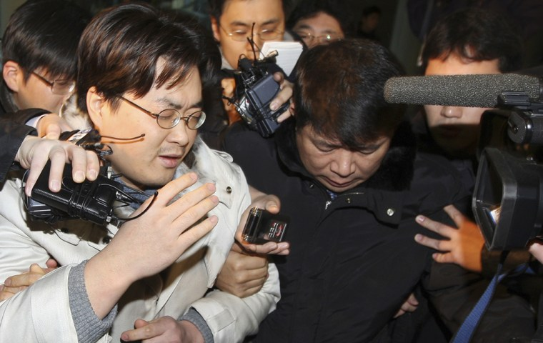 Blogger Park Dae-sung, who writes under the pseudonym Minerva, leaves a Seoul court