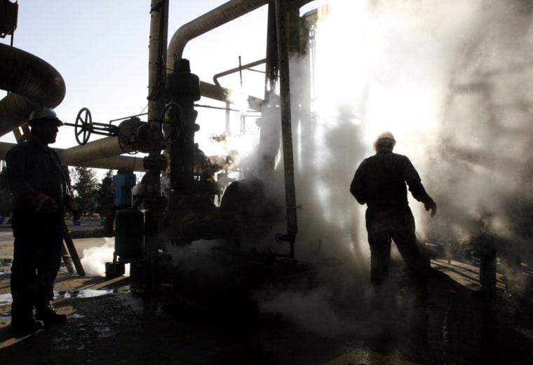 Image: Oil refinery in Tehran