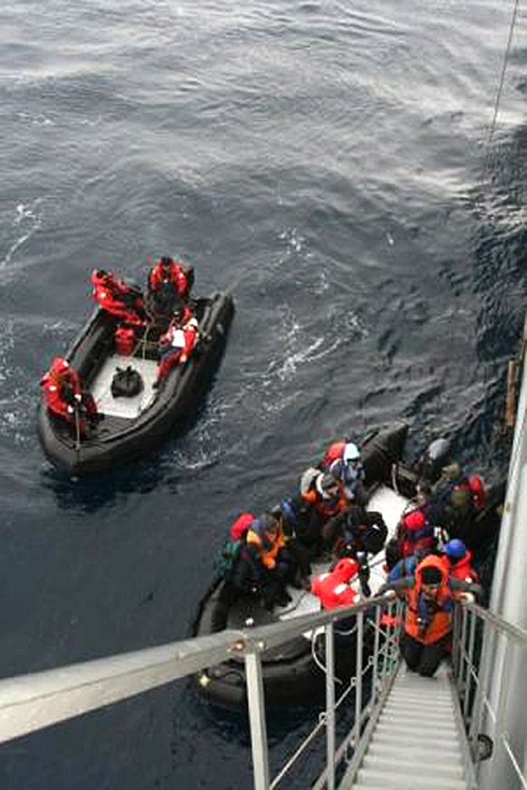 Image: Passengers rescued from a cruise ship