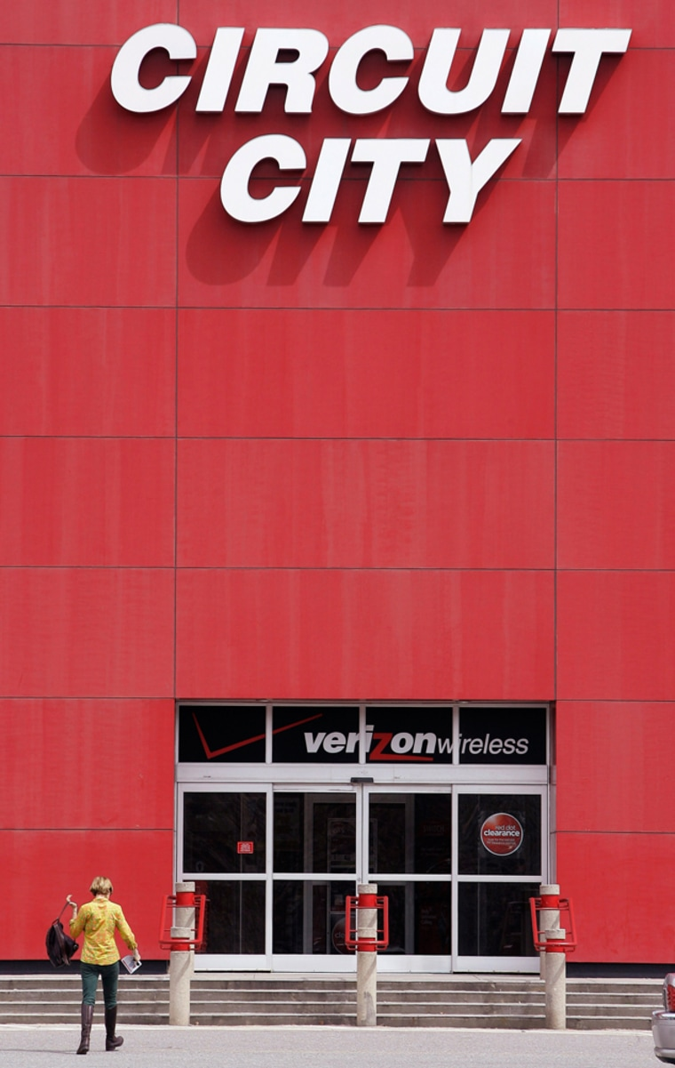 Image: A customer walks into a Circuit City electronics store