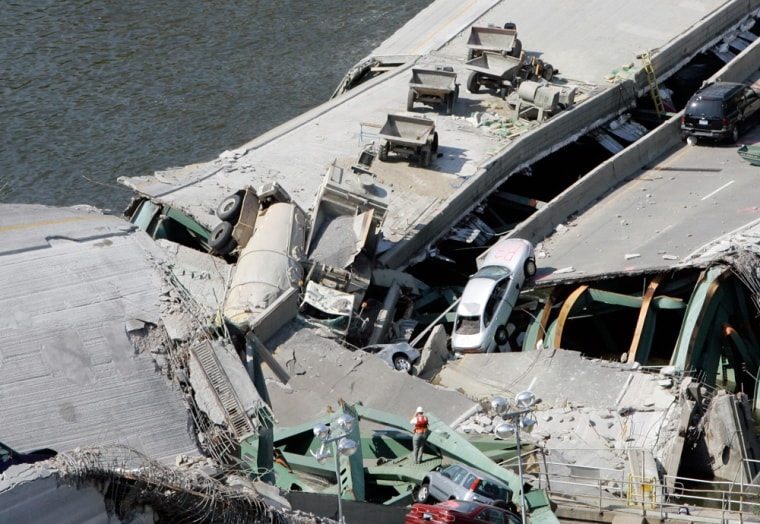 Image: The collapsed Interstate 35W bridge