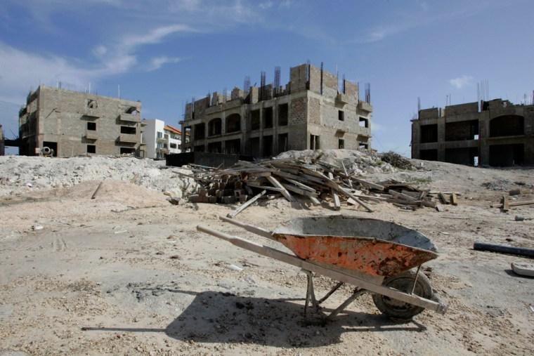 Image: The stalled construction of the Punta Palmera Condominium
