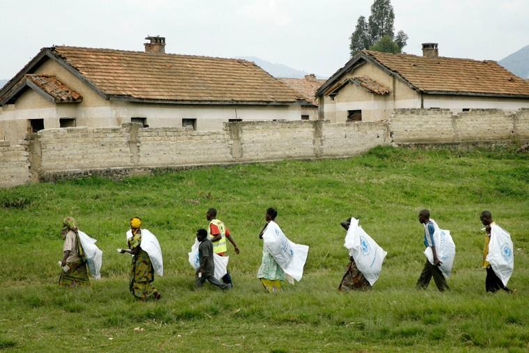 Image: Aid distribution