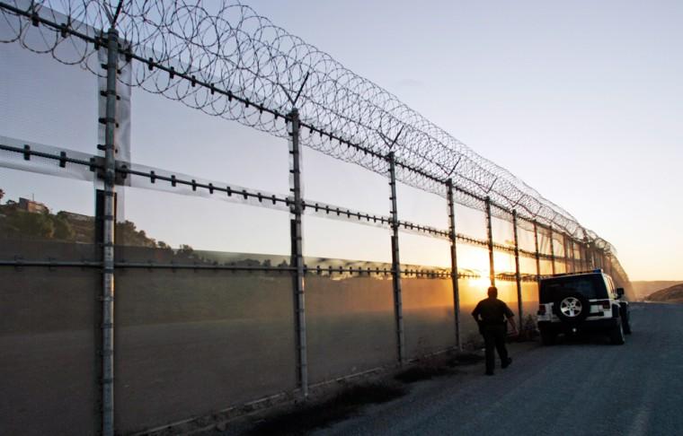 Image: U.S. border in San Diego
