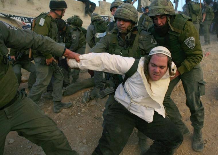 Image: Israeli police officers evict Jewish settler in Hebron