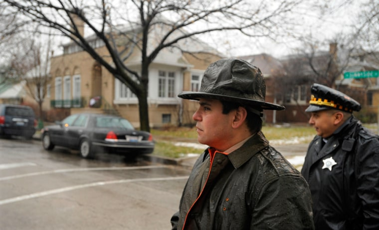 Image: State Trooper outside home of Illinois Gov. Rod Blagojevich's home