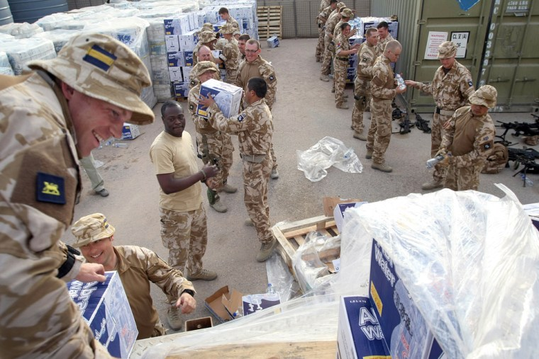 Image: British soldiers