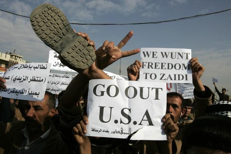Image: Iraqis protest in Sadr City