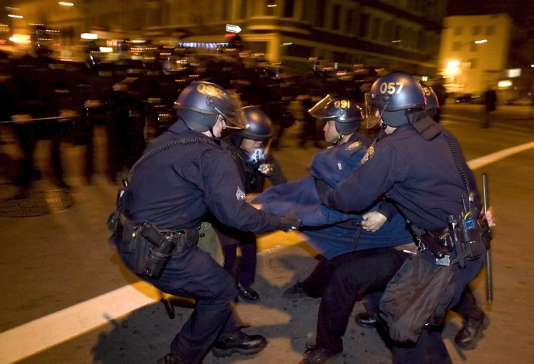 Image: Demonstrators clash with police in Oakland, California