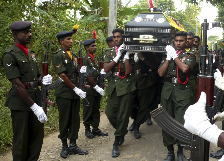 Image: Sri Lankan soldiers carry coffin