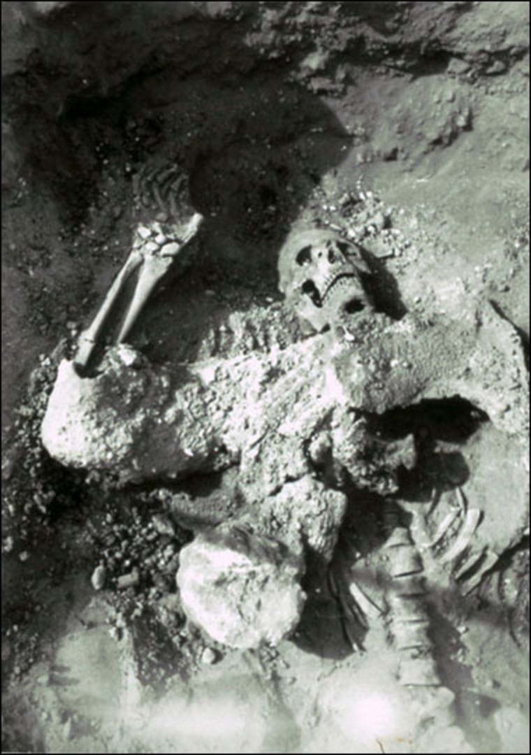 Image: The body of a Persian Empire soldier