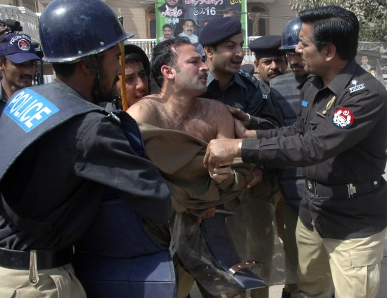 Image: Pakistani policemen arrest an activist of the Pakistan Muslim League