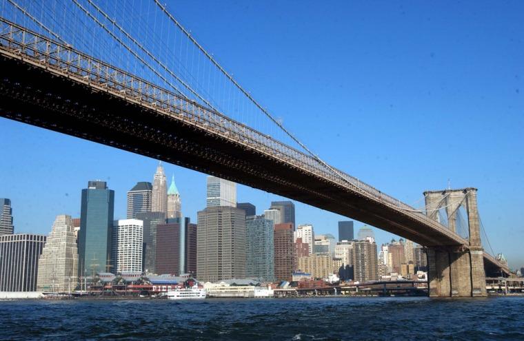 NEW YORK SKYLINE LACKING THE WORLD TRADE CENTER
