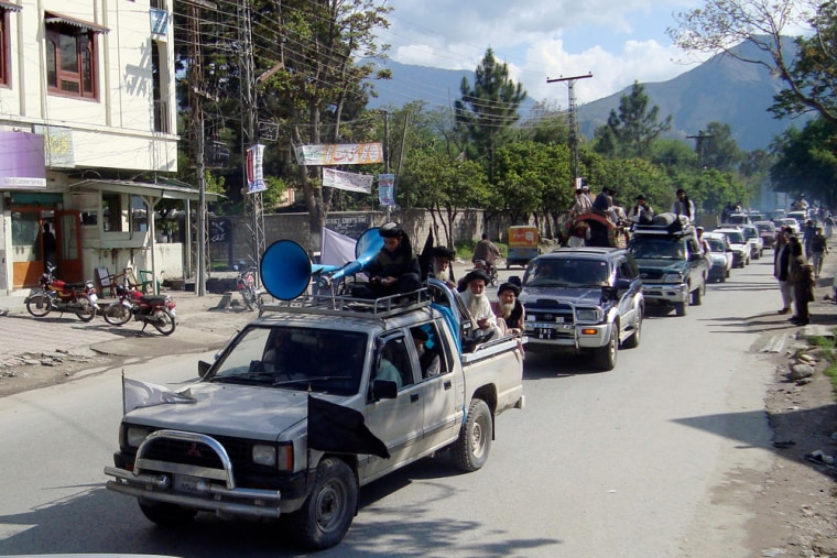 Image: Pakistan's hard-line cleric Sufi Muhammad leaves Mingora with his supporters in Pakistani troubled valley of Swat.