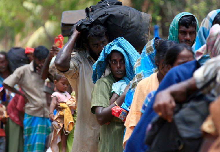 Image: Refugees  carry food and water as they flee the fighting