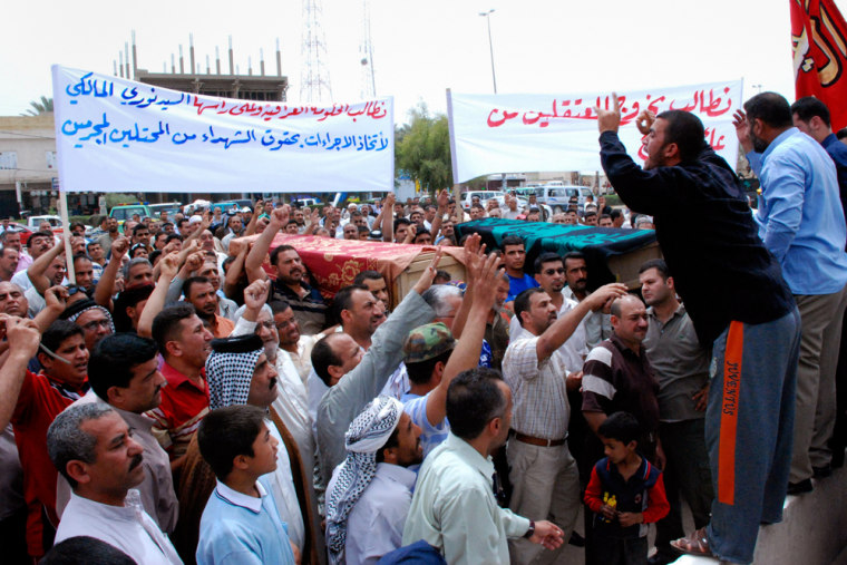 Image: Residents of Kut, Iraq demonstrate against the US raid