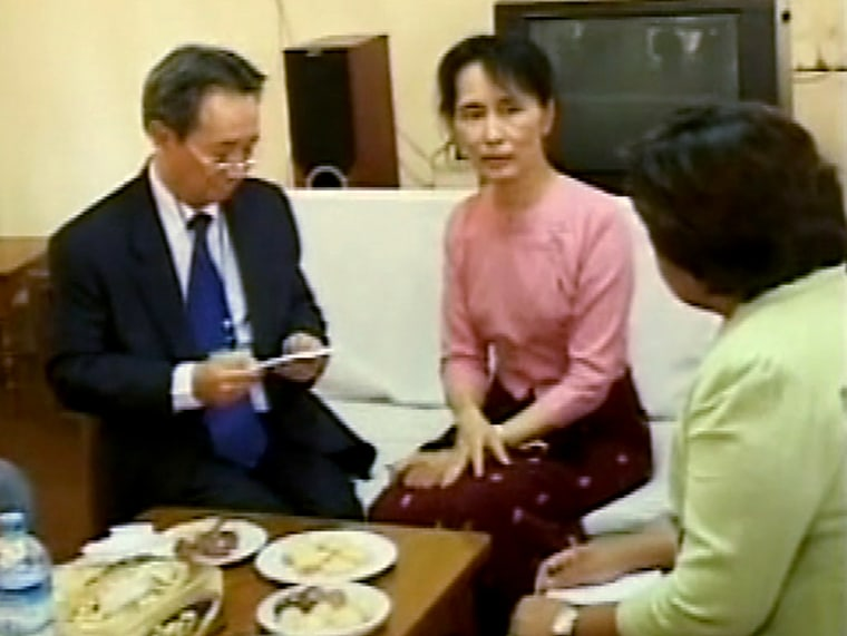 Image: Myanmar's opposition leader Aung San Suu Kyi with diplomats and journalists
