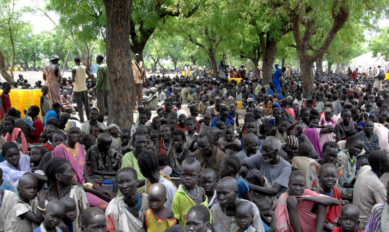 Image: People displaced by violence wait for supplies in southern Sudan