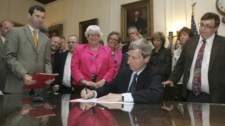 Image: New Hampshire Gov. John Lynch signing bill