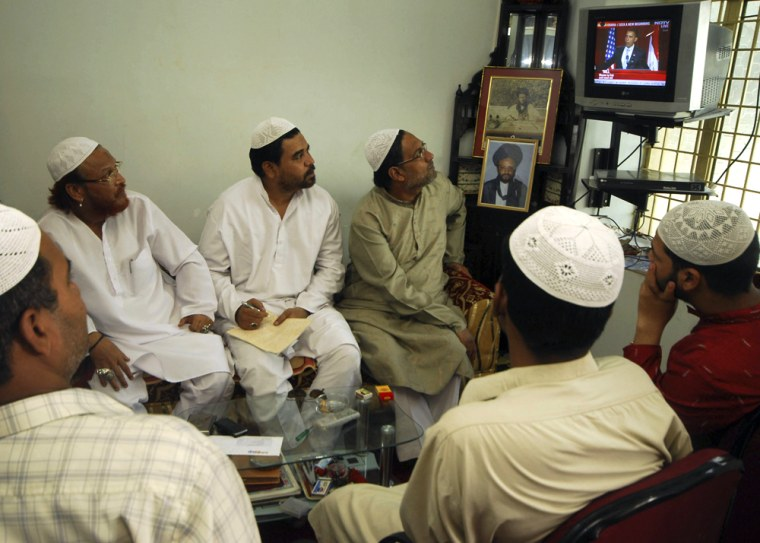 Image: Indian Muslims watch President Obama's speech in Cairo